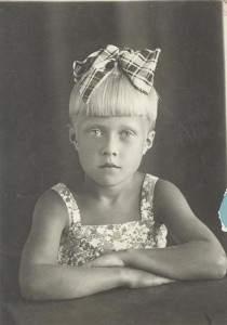 Наденька Белова, август 1941г. Через год в школу.