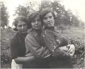 Лобузнова Ф. первая слева