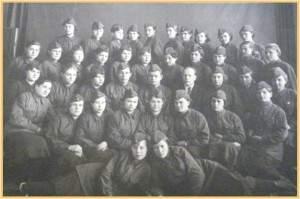 Курсы радиотелефонистов,1941 год, перед отправкой на фронт ( Рузанова Г.И.- второй ряд сверху, четвертая справа)
