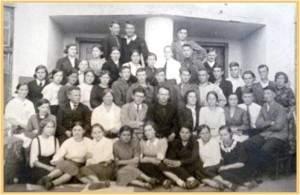 9 класс средней школы № 16 . В этом классе училась Рузанова Галина Ивановна (первый ряд четверная справа)