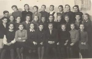8а кл. школа №16, Белова Н. второй ряд первая справа