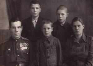 Гецман В.Д. с семьей.xnbak