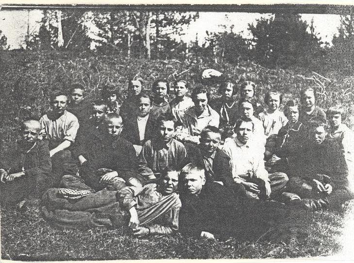 1931 год учитель Пономарева З.А. и 6 кл. школа 16 Кемерово