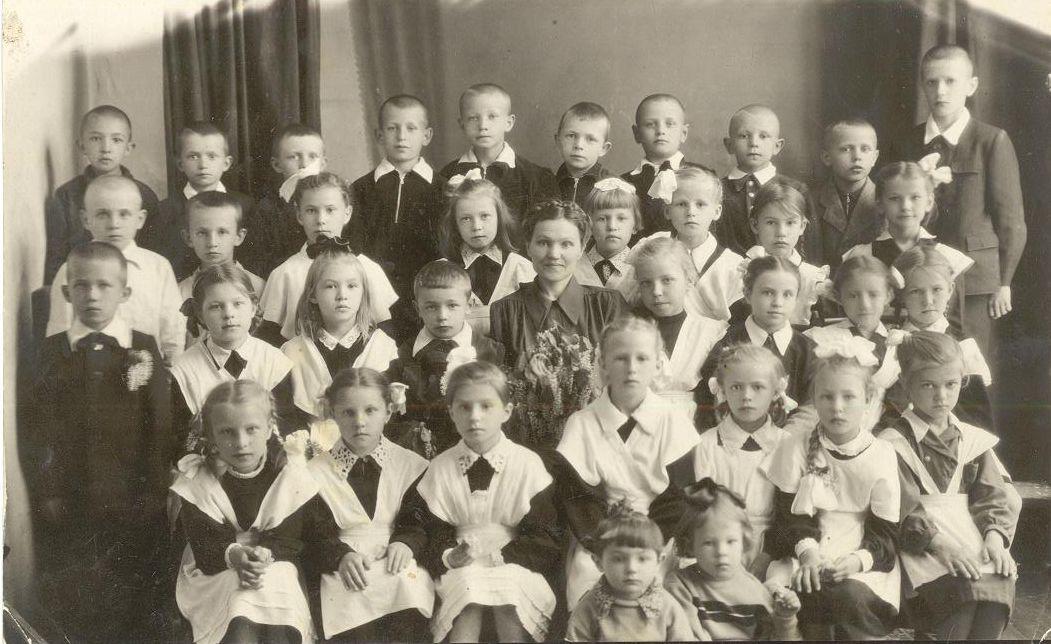 1956 май 1 кл. фото Измаденова школа 16 Кемерово