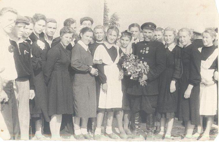 1958 г 10 А кл с ветераном войны школа 16 Кемерово