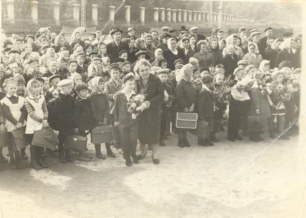 1965 г 1 сентября учитель Дорогань П.М. школа 16 Кемерово