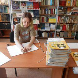 Лиза Кринская в библиотеке