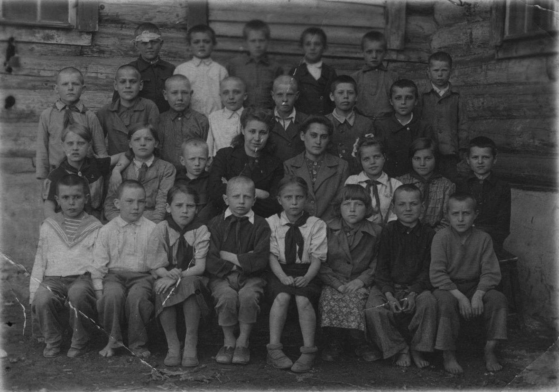 Фото 40-х гг. Учительница Лихтер Людмила Савельевна