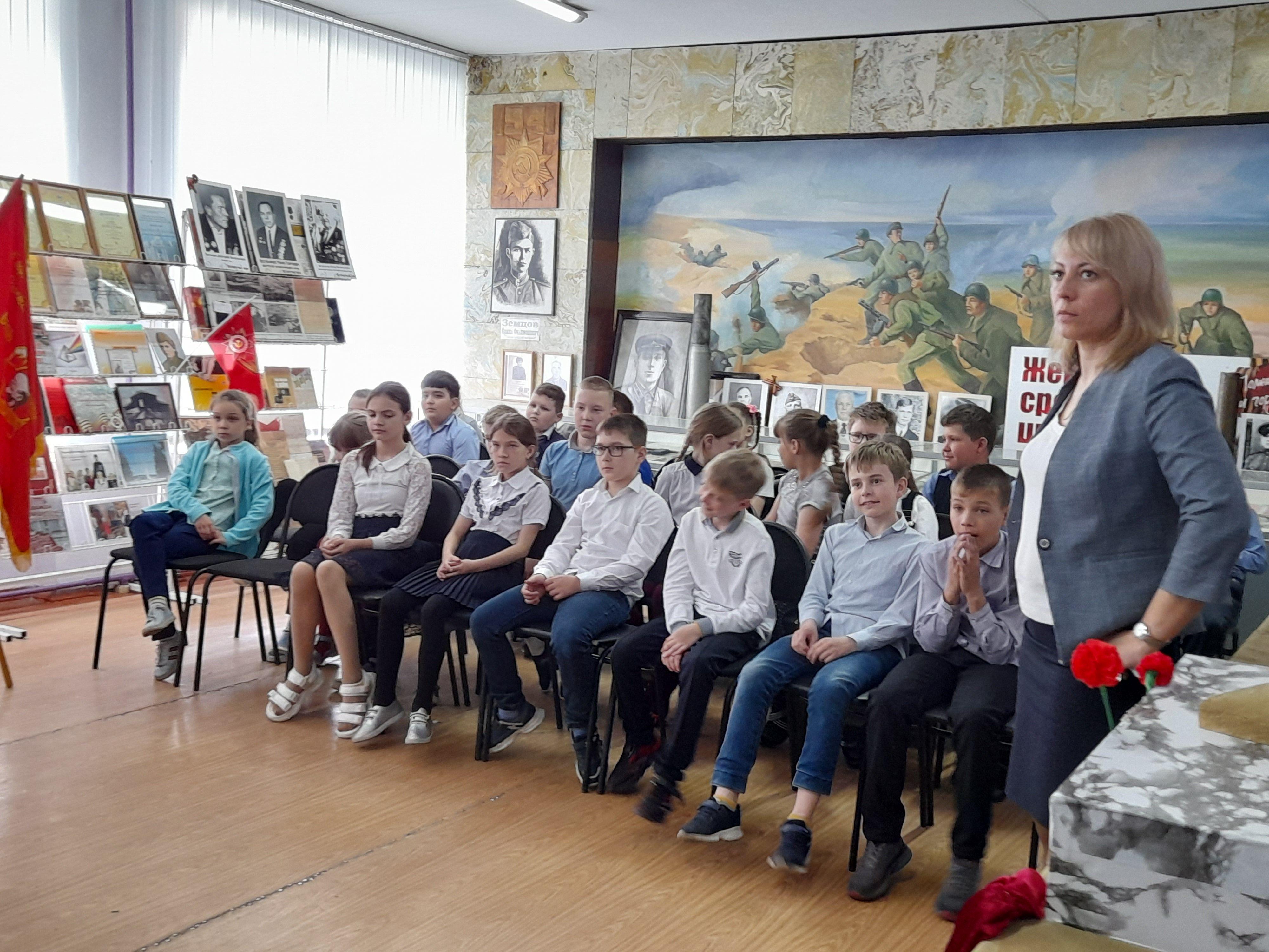 В музее 3 б класс, кл. рук. Кадочникова А.Ю