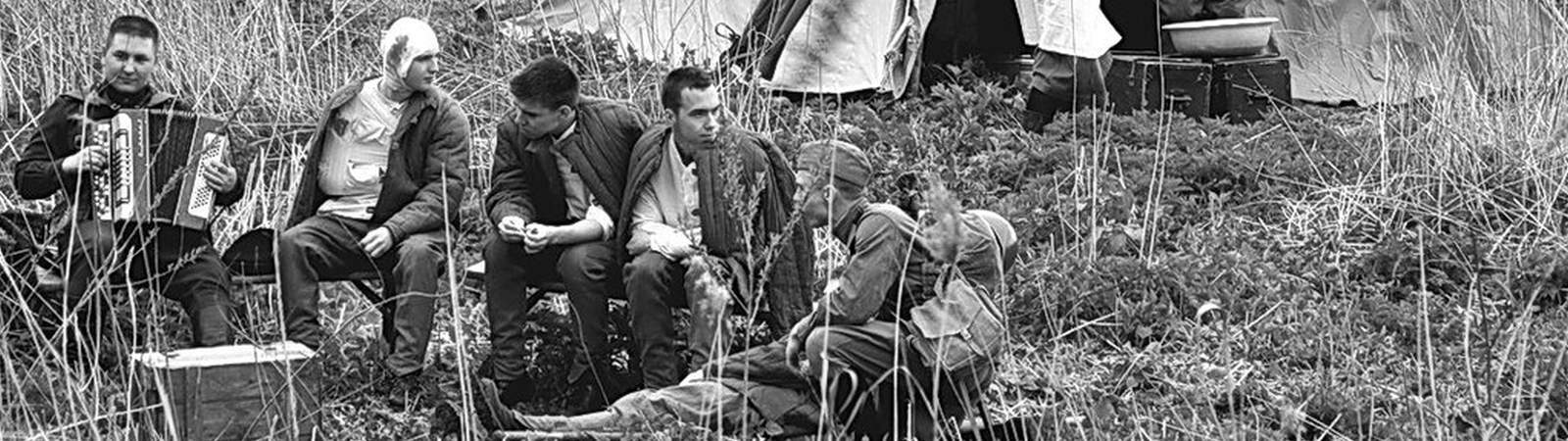 Раненые солдаты