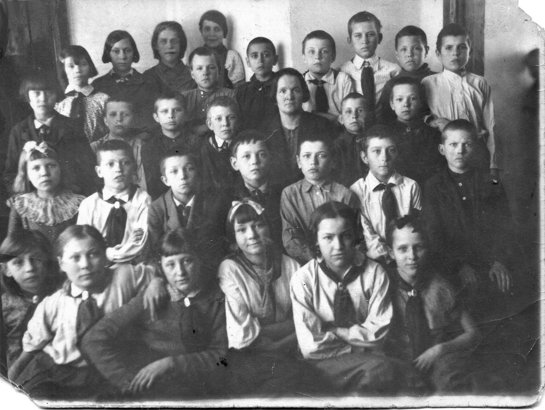 1937-38г из архива семьи Лукиных школа 16 Кемерово