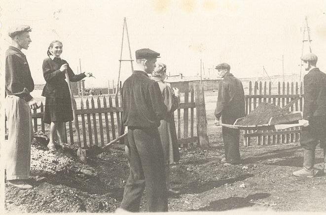 1958 г на субботнике школа 16 Кемерово